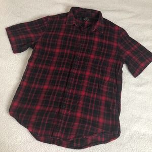 Red black plaid short sleeve button up shirt L